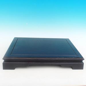 Holztisch unter einem Bonsai-PL-02